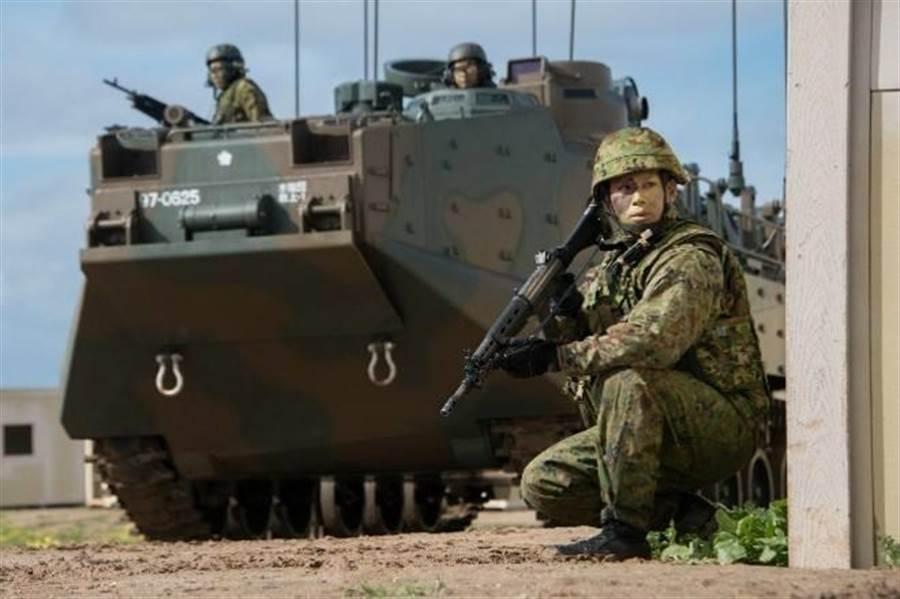 歸屬日本陸上自衛隊的水陸機動團是日本的兩棲部隊,專攻奪島任務的兩棲作戰。(圖/日本陸上自衛隊)