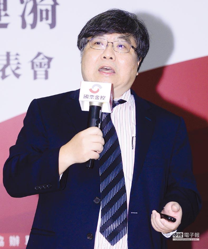 台大商學研究所教授陳文華