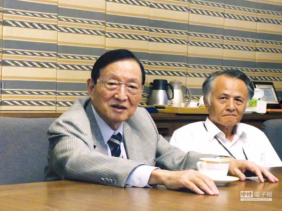 卜蜂董事長鄭武樾(左)對今年營運審慎樂觀。圖/劉馥瑜