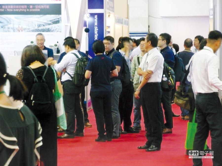 每三年才舉辦一次的台北國際儀器展,吸引眾多國內外專業人士前來參觀採購。圖╱台北市儀器公會提供
