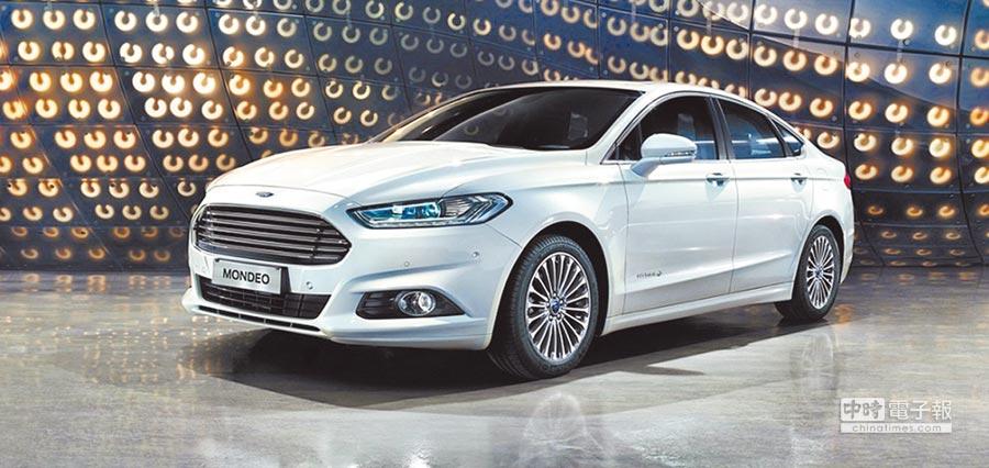 4月底前入主歐系進口旗艦房車Ford Mondeo指定車型即享尊榮優惠現金價109.9萬元。圖/福特六和提供