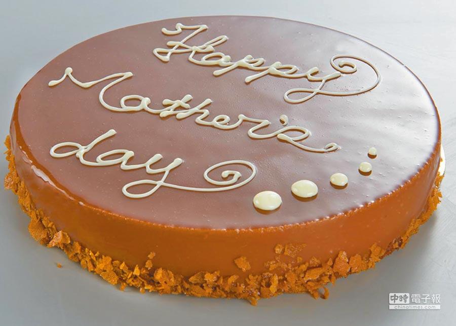 家樂福「法式皇家榛果巧克力慕斯蛋糕」,牛奶巧克力慕斯、內餡榛果小脆片,搭配巧克力海綿蛋糕,6吋298元,8吋438元。(家樂福提供)