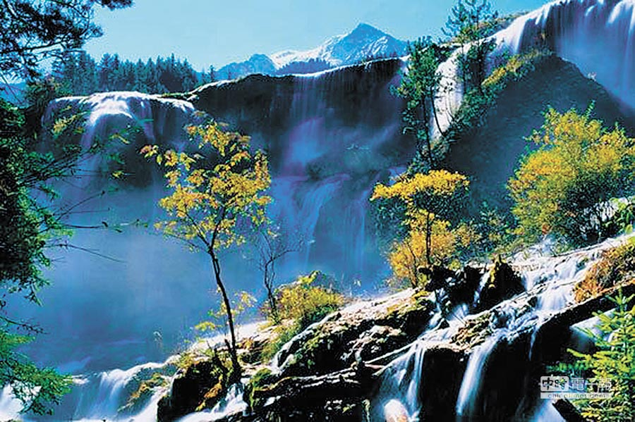 九寨溝諾日朗瀑布。