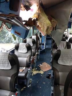 太魯閣落石砸破遊覽車 韓旅客濺血