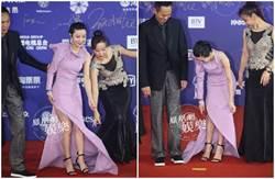 郭采潔辣走紅毯一半…裙子被踩 大腿整根露出來
