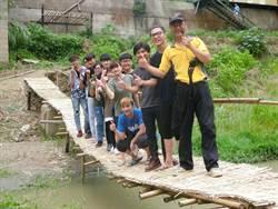 守護鹽水溪有成 關廟新光里重現半世紀前渡河竹橋