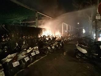烏日高鐵站旁停車場 凌晨無名火毀42輛機車