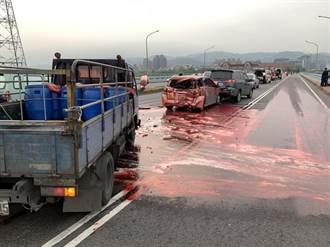 新北城林橋3車追撞 現場一片血腥