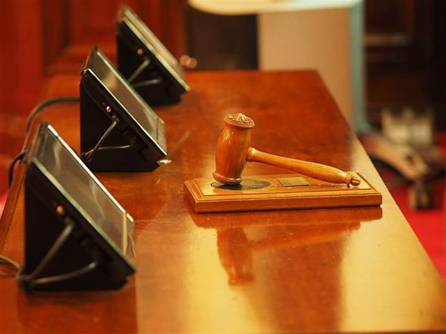 立院昨三讀通過《刑訴法》,被告可獲閱卷權。圖為示意。(圖片來源/達志影像)