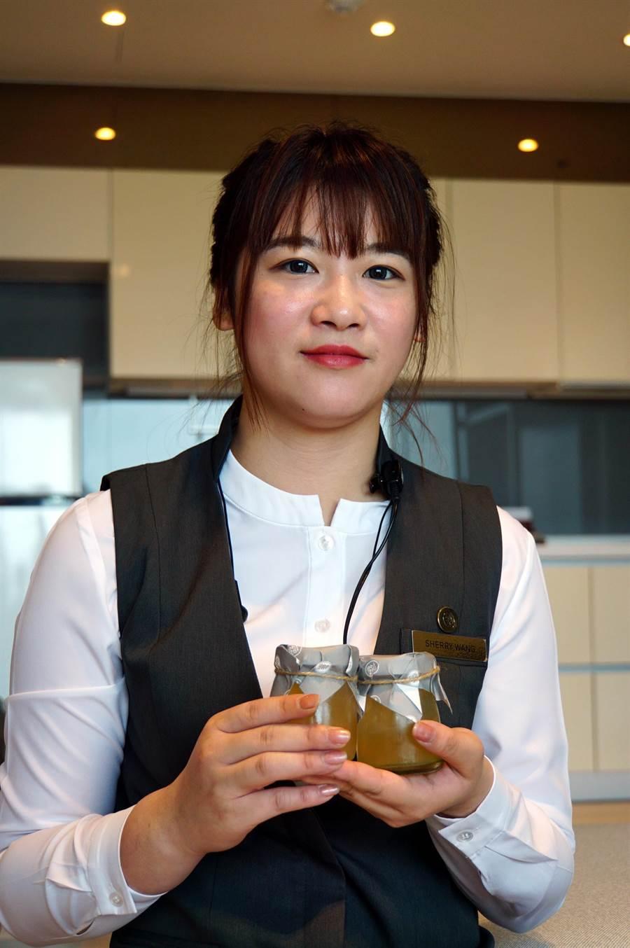 淡水〈蕴泉庄〉强调客制化服务,客人入住房内后,服务人员会立即奉上特制的迎宾饮品。(图/姚舜)