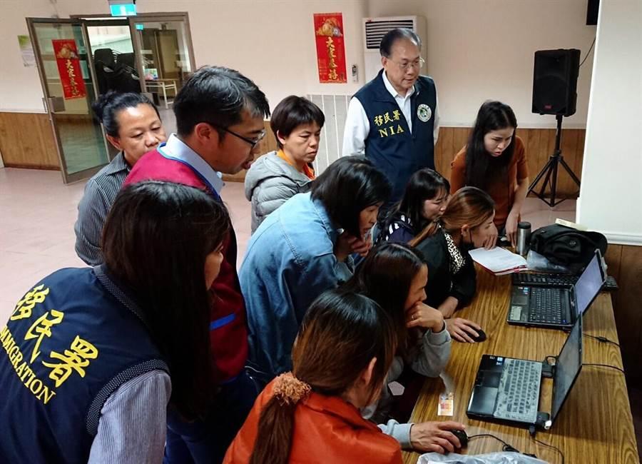 移民署開辦考照輔導班,協助新住民通過考試。(金門縣服務站提供)