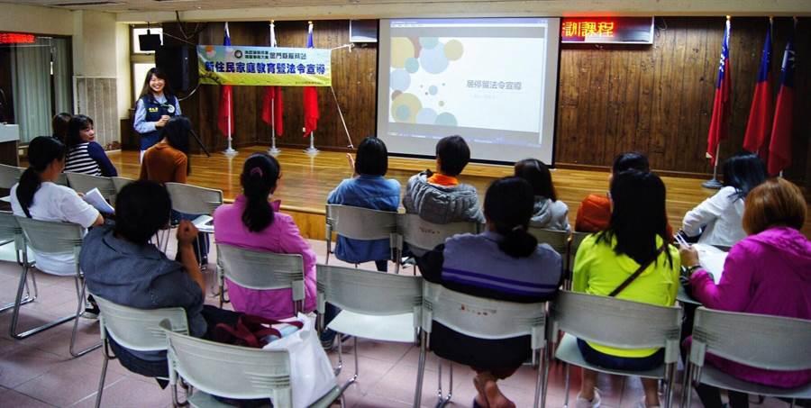 移民署金門開班輔導,新住民對考題內容更加了解。(金門縣服務站提供)
