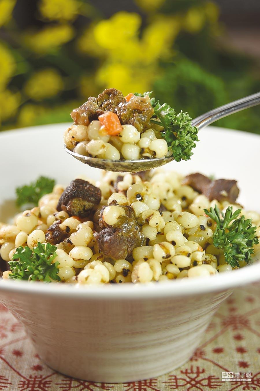 極地住民料理鹿肉傳統都很簡單,不是水煮就是燒烤,台北圓山俄羅斯美食節中的〈珍珠米燉鹿肉〉則較精緻。圖/姚舜