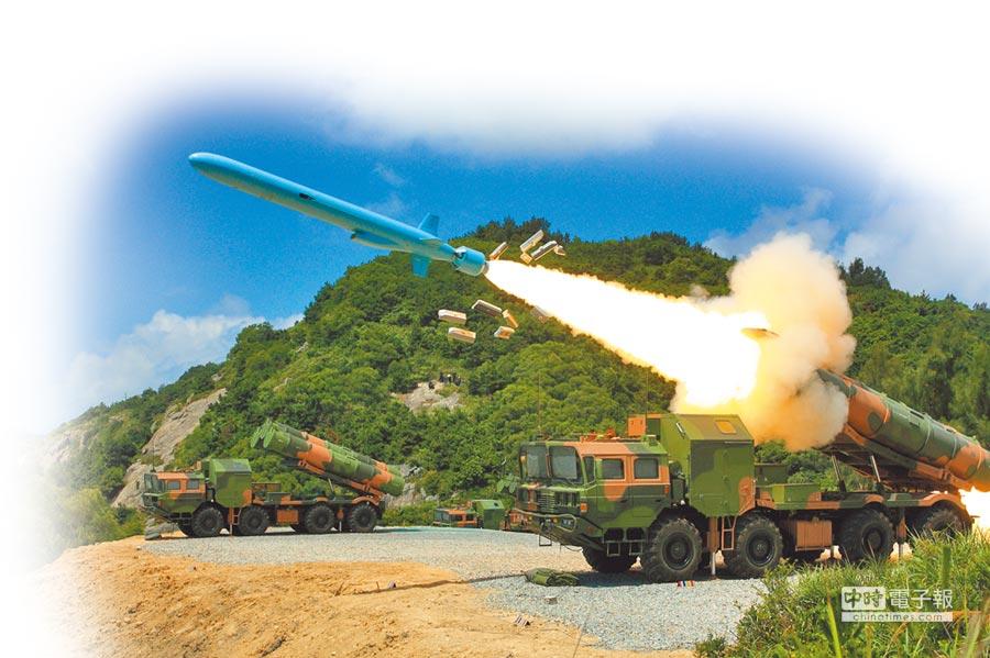 解放軍海軍兵器日益精良,圖為海軍機動岸艦飛彈實彈射擊。(中新社)