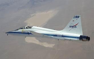 美國空軍慶祝T-38教練機飛行60年