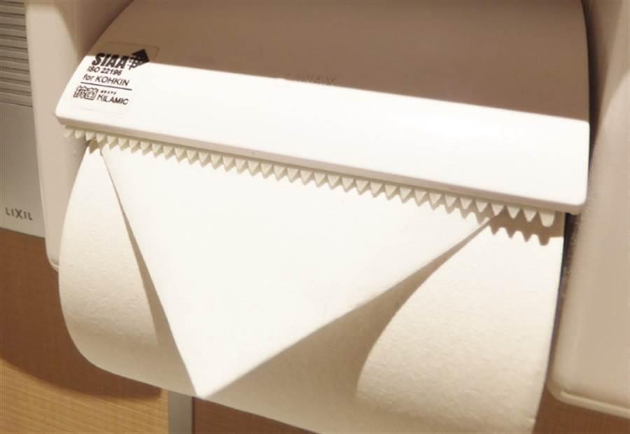 打掃人員將衛生紙折成三角形(圖片取自/twitter)