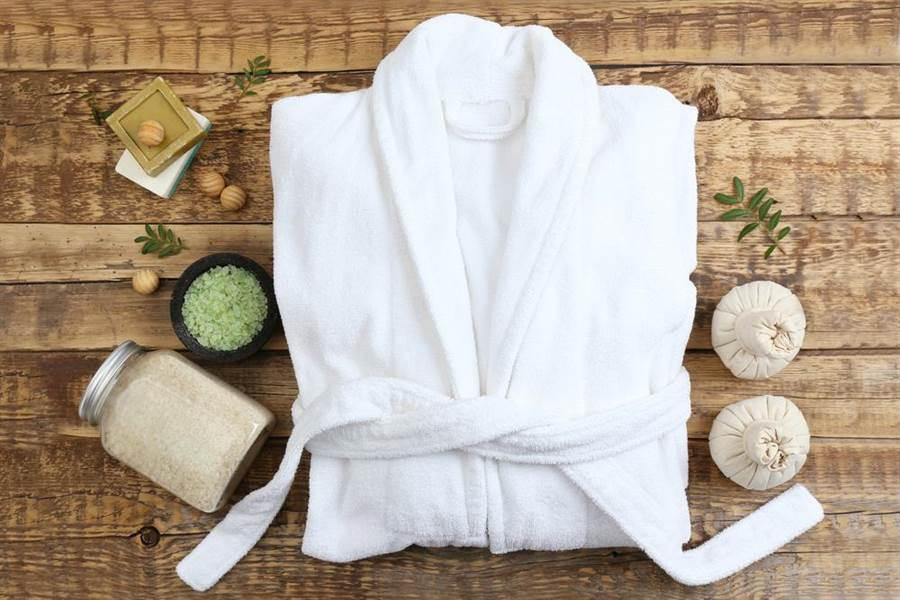 有網友發文指台旅行團到日本旅遊,入住飯店後會偷打包自助餐、偷餐具、浴衣。(示意圖/達志)
