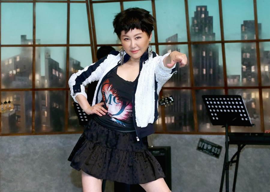 藍心湄在《你那邊怎樣·我這邊OK》飾演過氣女歌星「甄蒂」。(粘耿豪攝)