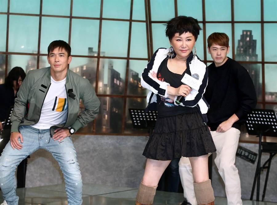 藍心湄在《你那邊怎樣·我這邊OK》重新唱跳〈濃妝搖滾〉。(粘耿豪攝)
