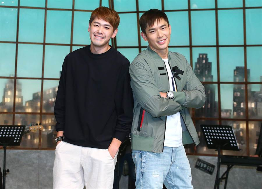 新加坡男星陳羅密歐、黃俊雄來台拍攝《你那邊怎樣·我這邊OK》。(粘耿豪攝)