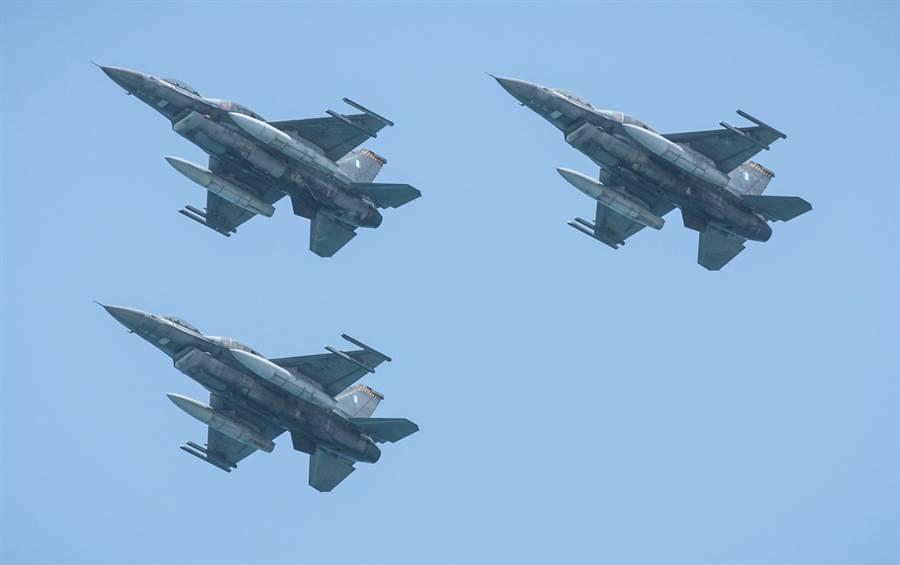 以色列F-16戰機的資料照。(達志影像/Shutterstock)