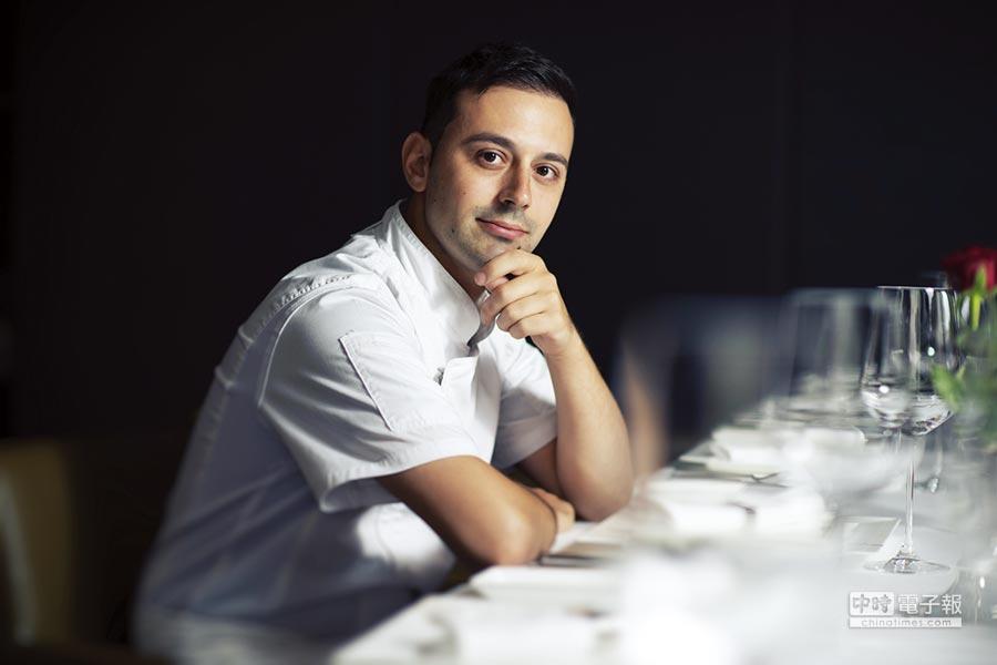 馬可波羅義大利餐廳新任主廚-法比歐,外型神似年輕版的小勞勃道尼。圖/業者提共