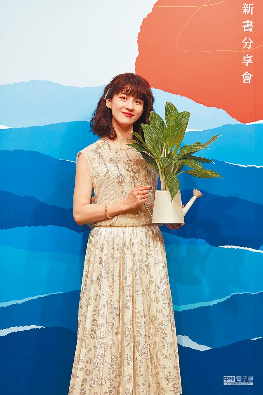 連俞涵昨出席個人簽書會,提到6月將赴英拍片。