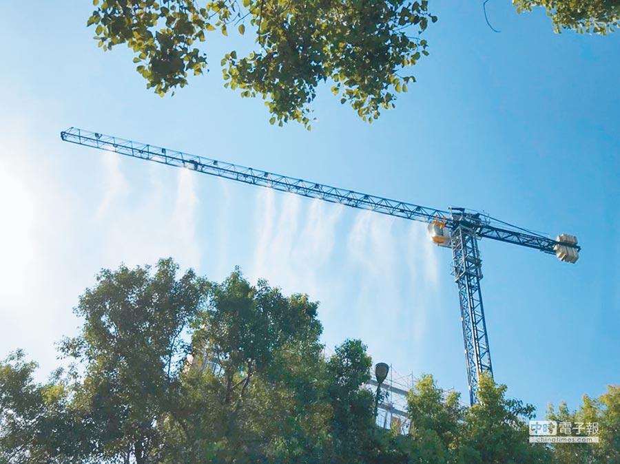 全台獨創的噴淋系統,可配合高巿府環保局進行空汙防制應變作為。(高雄市環保局提供)