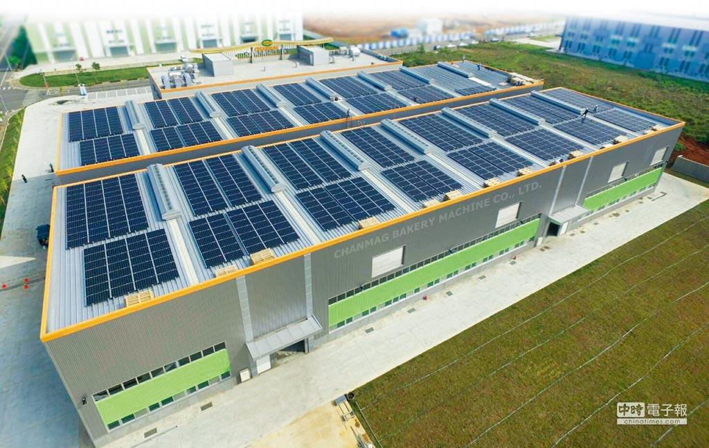 銓麥企業興建的嘉義大埔美精密機械園區廠房,採用各項綠建築工法設計理念,設置再生能源太陽能發電系統,落實節能環保。圖/業者提供