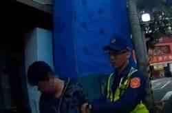 酒駕男裝瘋襲警 警使出辣椒水制伏他