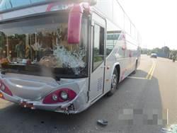 校車與自小客碰撞 兩駕駛輕傷、學生虛驚