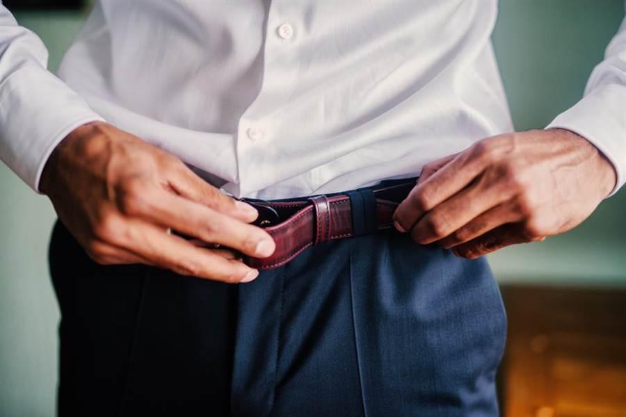 男子用皮帶抽女友,結果被告性侵與傷害。(達志影像/shutterstock提供)