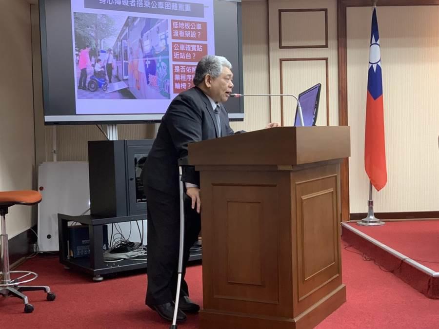 立委王荣璋今提案,汽车驾驶人若未礼让视障者加重罚锾。(李宜秦摄)