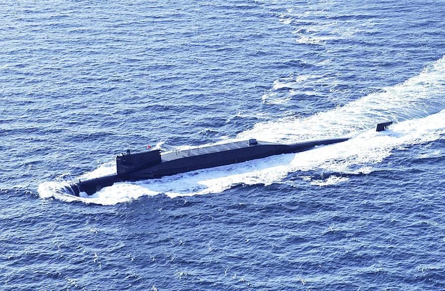 圖為解放軍海軍新型戰略核潛艦。(中新社)