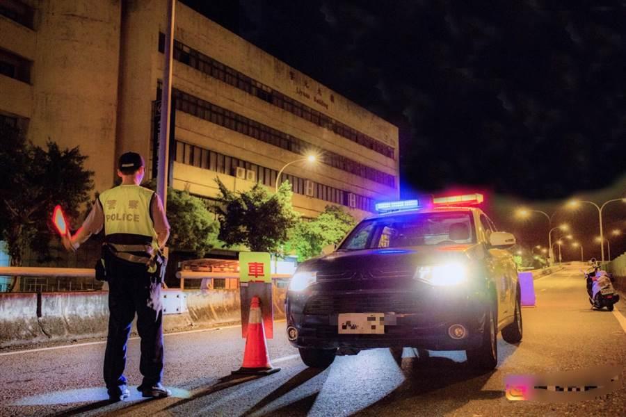 拒檢咬警妨害公務竟無罪,警政署強調支持嚴正執法。圖為警方取締酒駕勤務。(警方提供)