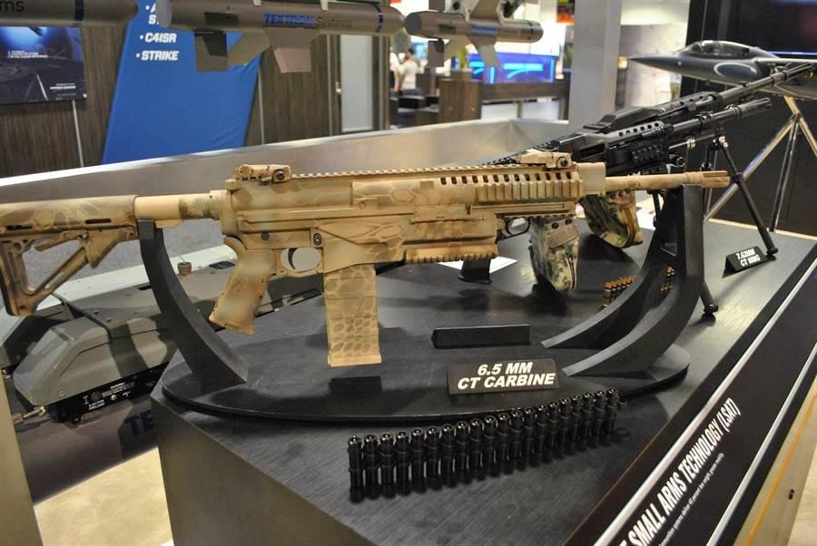 採用6.5公釐伸縮子彈的樣槍,子彈的外觀就在步槍之前。(圖/Nichola Drummond twitter)