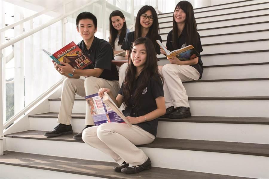 華盛頓中學以國際化的雙語教學、同步化的中外語課程及建立完善的資訊學習,培養學生具備放眼世界的前瞻視野。(馮惠宜攝)