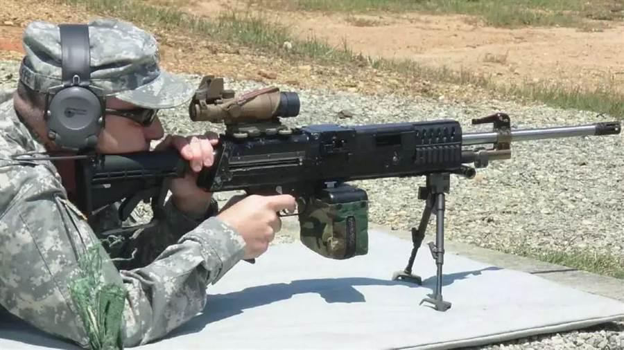 美國陸軍測試6.8公釐機槍。(圖/美國陸軍)