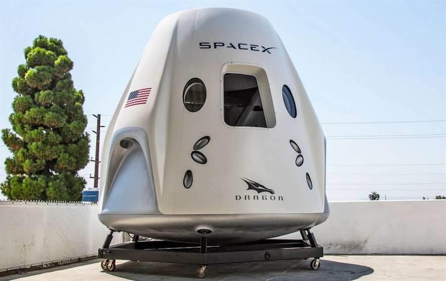 太空人的新載具乘員飛龍太空船,測試出了意外,實際搭乘可能還要再等等。(圖/SpaceX)
