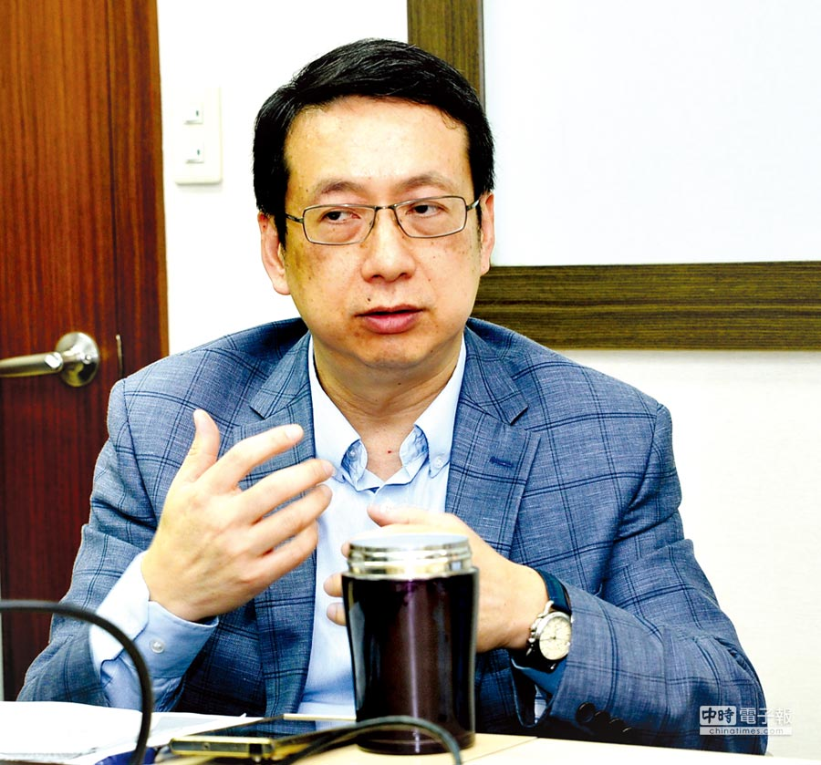 台灣室內環境品質管理協會理事長鄭仁雄在國內空氣品質治理人員訓練培訓班,提出解決空氣品質治理人員短缺的問題。圖/業者提供