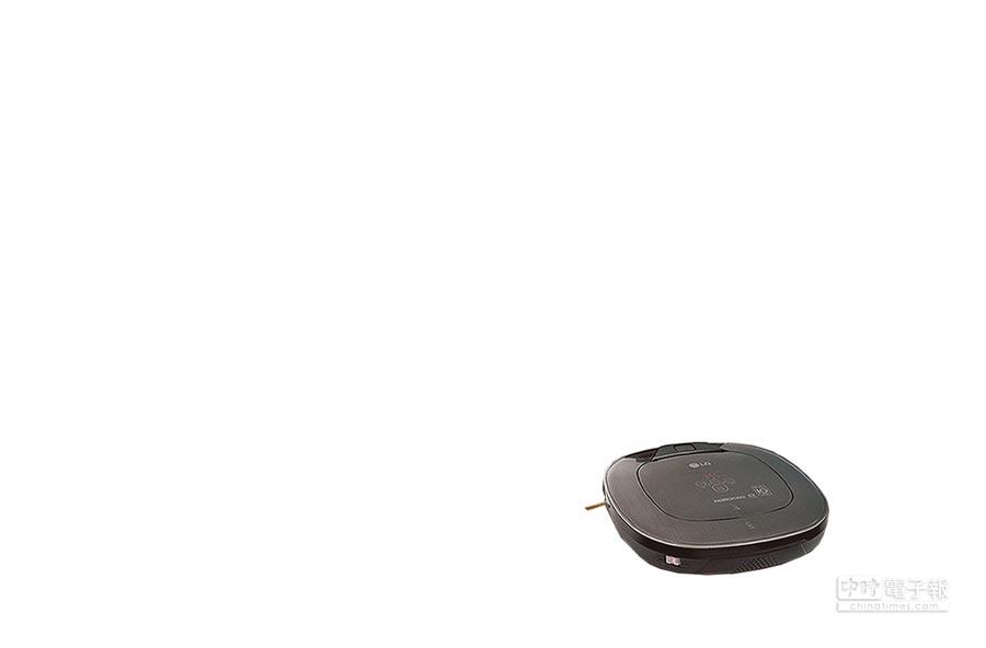 LG CordZero變頻清潔機器人三眼溼拖版,旗艦機款加裝自動智慧給水裝置,結合超纖細抹布,乾吸溼拖能夠同時完成更省時。(LG提供)