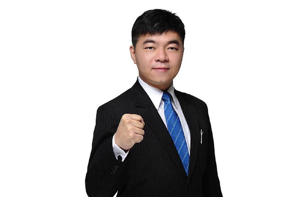 今年40歲的廖彥峯,經歷過多個房仲品牌洗禮,最後選擇加盟台慶不動產,讓他第一次創業就成功。(圖/台慶不動產 提供)