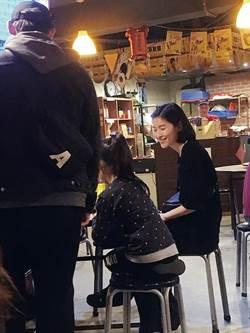 調教倪安東8歲女 (一家同框首度曝光)直擊 管罄落髮熱炒店扮小媽