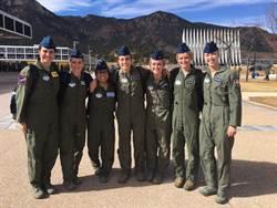 美國空軍正研究兩件式飛行服的可能