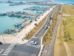 自駕車測試 開進新竹漁港