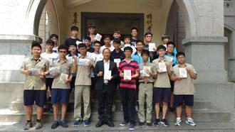 作文好難?台南一中學子出書談國寫成暢銷書
