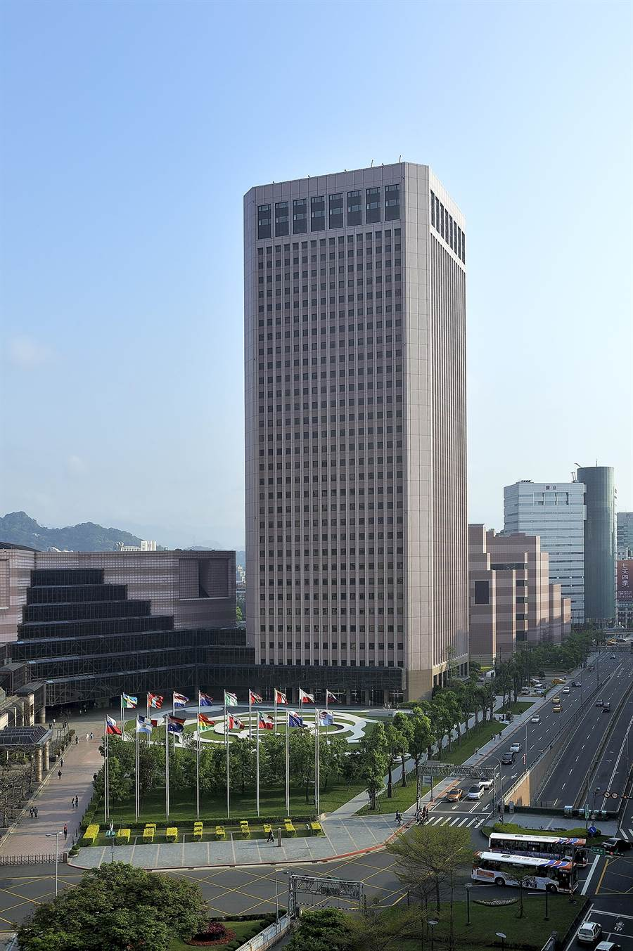 位在台北市信義區的國貿大樓以管理與服務優質,被評為「台北10大名辦」之一,世貿聯誼社就位在最高樓層。(圖/國貿大樓)