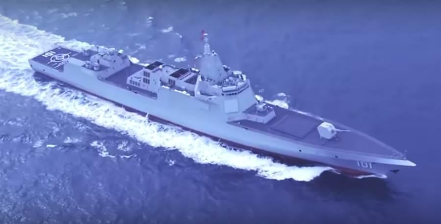 解放軍海軍055型驅逐艦首艦已塗上101的舷號,廣泛認為,這顯示055已進入海軍服役。(央視截圖)