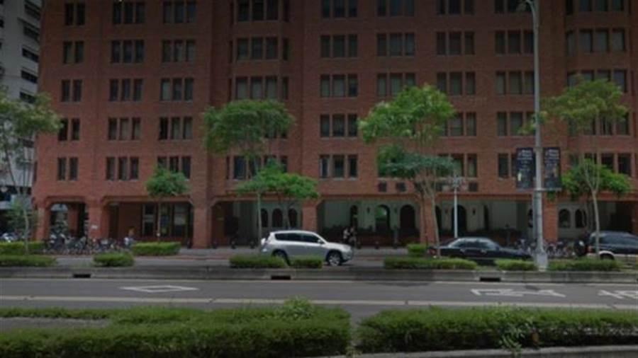 「僑福花園廣場」過去名列台北市十大名宅之一。(圖/翻攝Google map)