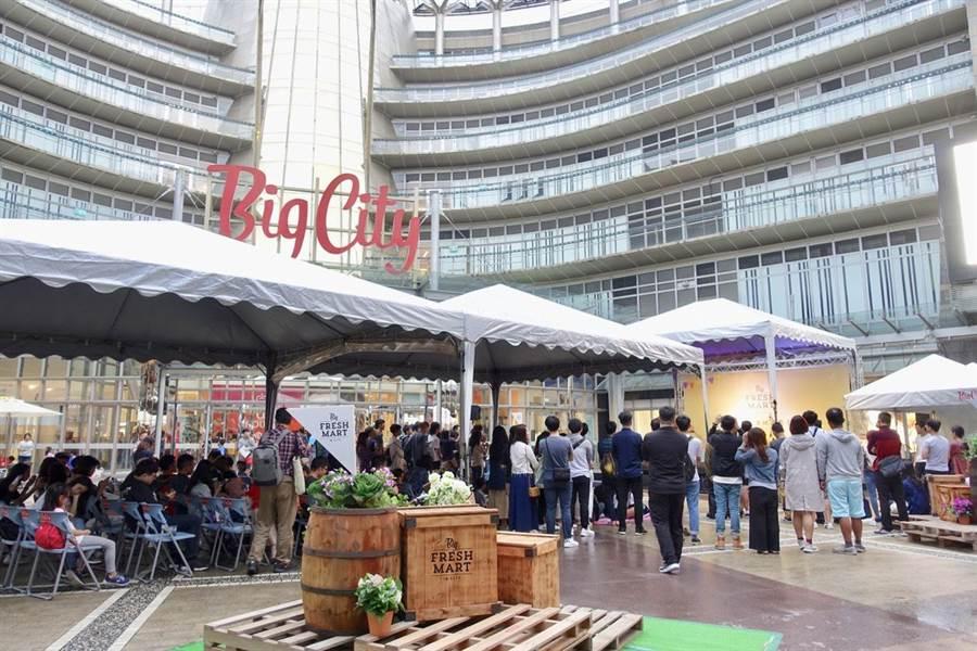 每年4月主打在草地野餐享受音樂的「Big City第4屆野餐音樂節」近日登場。(陳育賢攝)